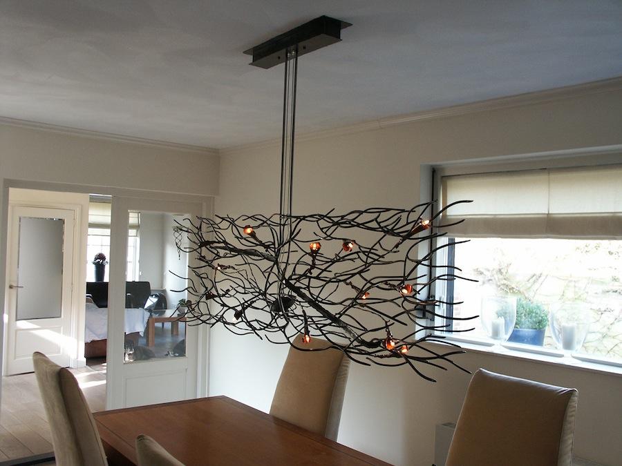 Wild gevormde ruimtelijke hanglamp met kelken – No structure inside ...