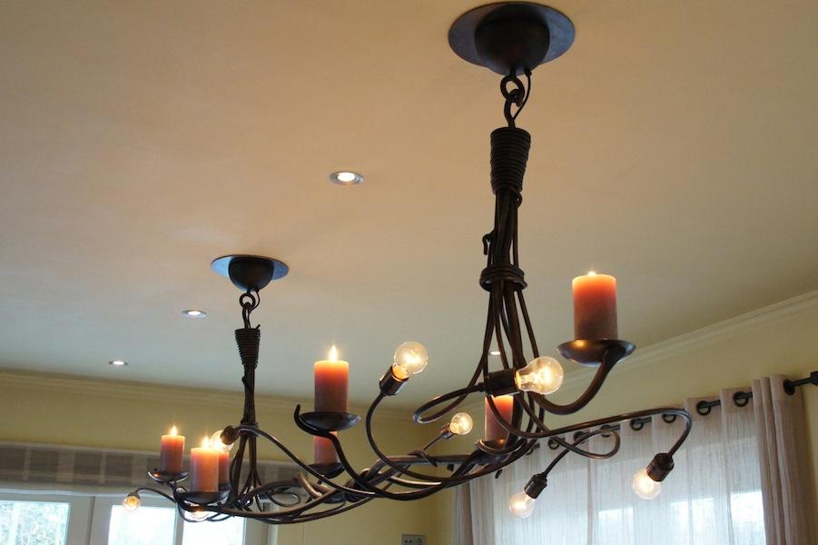 Grote stoere landelijke hanglamp van smeedijzer met kaarsen for Grote hanglamp eettafel