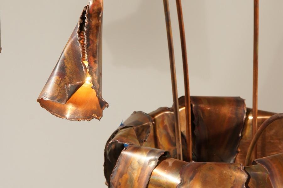Staande designlamp koper vaas kelk bladeren bloem