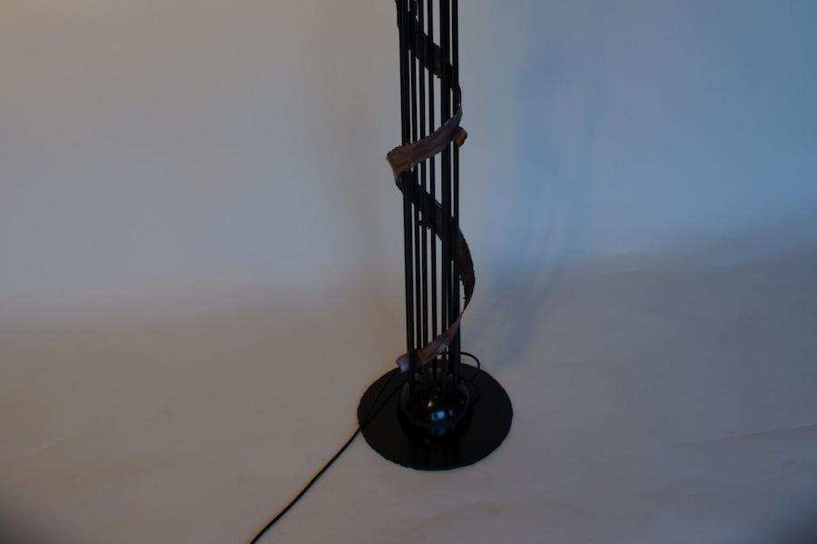 Staande lamp design zwart metaal koper lelie bladeren ornamenten