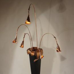 Zwarte designlamp in vaasvorm