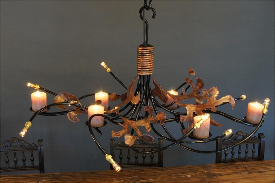 Hanglamp eettafel met kaarsen ruige lelie vormige for Grote hanglamp eettafel
