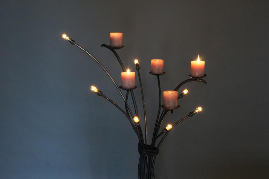 Stoere nostalgische staande lamp van smeedijzer met kaarsen