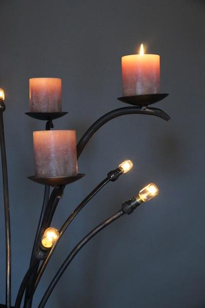 Stoere nostalgische staande lamp van smeedijzer met kaarsen for Nostalgische lampen